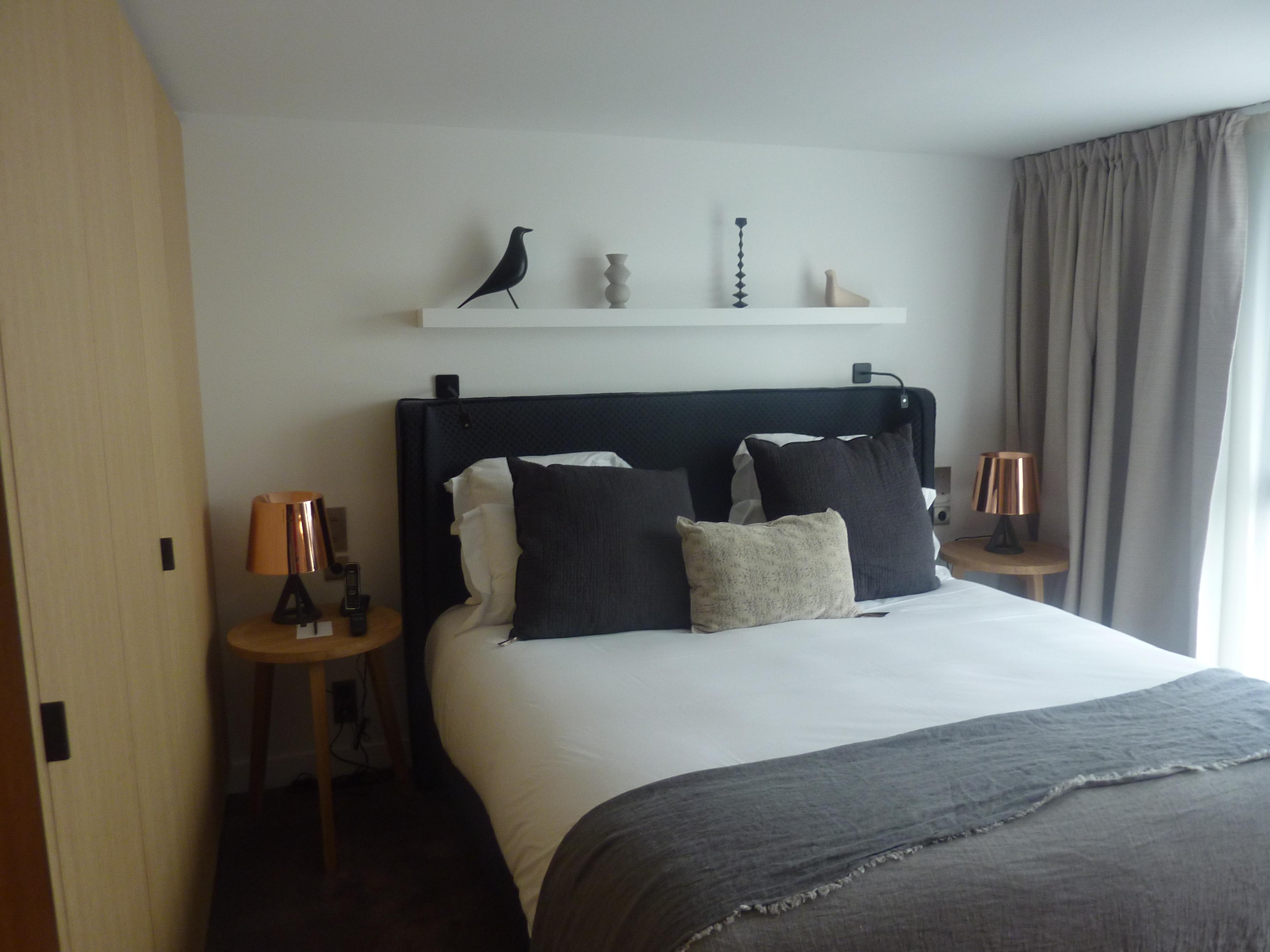 d co chambre sobre et chic. Black Bedroom Furniture Sets. Home Design Ideas